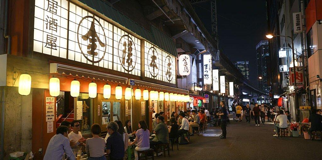 How to Recreate the Japanese Izakaya Experience at Home
