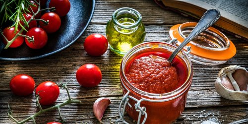 What Are the Differences Between Tomato Paste, Tomato Sauce, and Marinara?