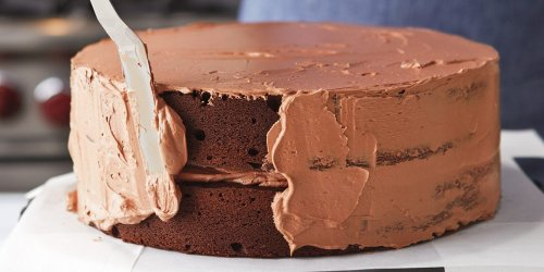 Six Essential Tools You Need for Icing a Cake