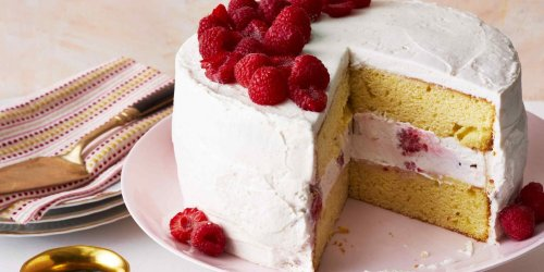How to Thicken Frosting for Cakes and Cookies