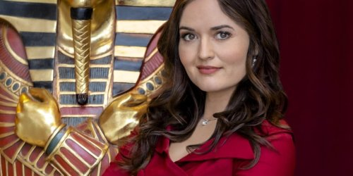 Danica McKellar Wants to Watch MatchMaker Mysteries: The Art of The Kill Live with You!