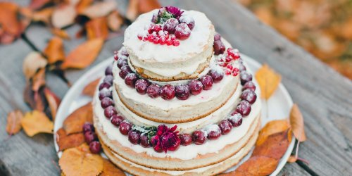 Gorgeous Fall Wedding Cakes We're Drooling Over