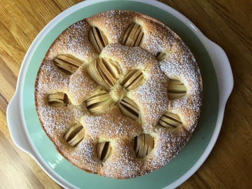 Versunkener Apfelkuchen (German Sunken Apple Cake)
