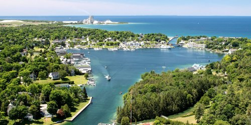 15 Best Lake Towns in America