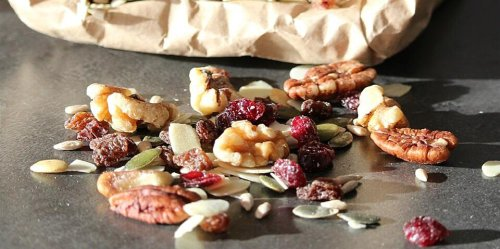 How to Make Healthy Trail Mix for Less