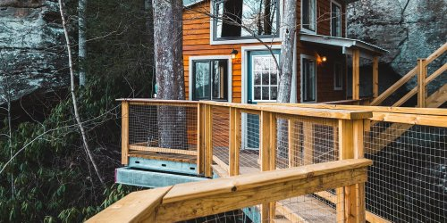 This Airbnb Is Suspended on the Side of a Cliff in Kentucky - and the Views Are Epic