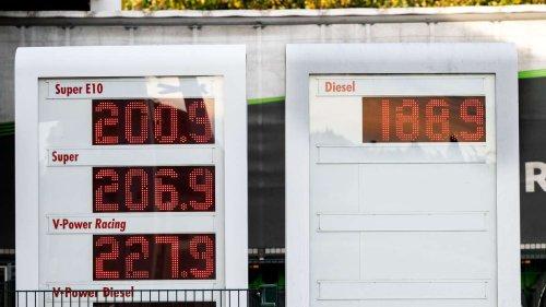 Spritpreise explodieren: Tankstelle in Niedersachsen knackt erstmals Zwei-Euro-Marke