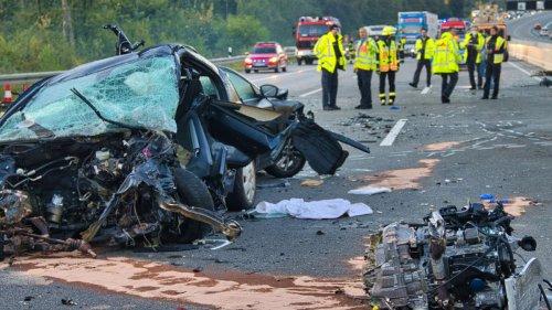 Schwerster Unfall seit Jahren: Vier Tote auf der A5 - Polizei erklärt erste Details und einen Verdacht