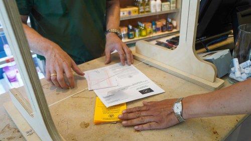Hunderte gefälschte digitale Impfausweise: Polizei nimmt Betrügerbande in München fest