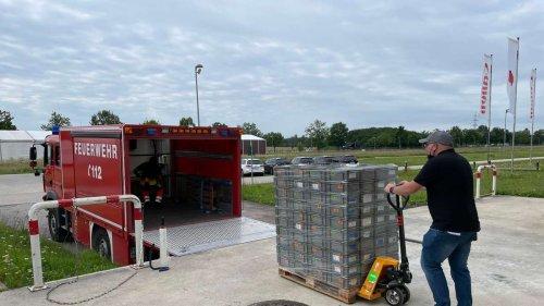 Canon Poing schenkt Feuerwehren 1500 Transportkisten