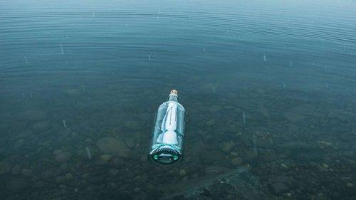 Flaschenpost aus Japan nach 37 Jahren in Hawaii angeschwemmt - Finderin bekommt besonderes Geschenk