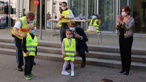 """""""Sicher zur Schule – Sicher nach Hause"""": Warnwesten für Erstklässler"""