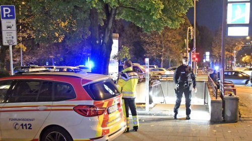 Messer-Angriff in Münchner U-Bahnhof: 18-Jähriger verletzt zurückgelassen - Täter fliehen unerkannt