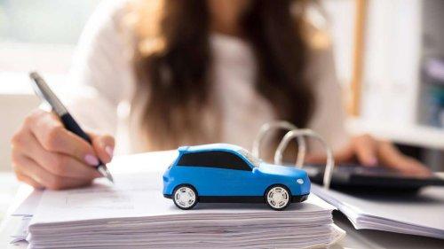 Kein Geld, aber Auto gekauft: Frau wegen Betrugs vor Gericht