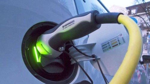 Energiepreise: Expertin erklärt, ob sich ein E-Auto noch lohnt - und bringt Diesel-Fans auf die Palme