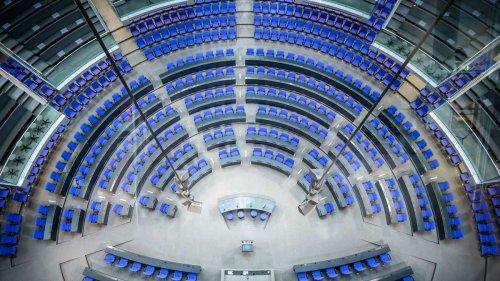Corona-Abstände im Bundestag gar nicht möglich: Merkel sitzt nicht mehr auf Regierungsbank
