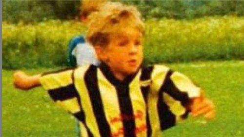 Welcher FCB-Star spielte hier als Kind in den BVB-Farben? Ex-Teamkollege fällt witziges Detail auf