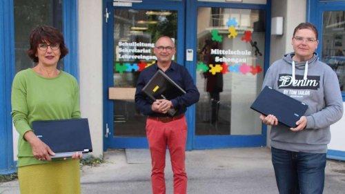 """""""Asyl im Oberland"""" erhält Ehrung für Initiative """"Keine Rechner - keine Bildung"""""""