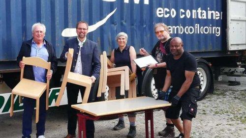 Schulmöbel reisen nach Westafrika