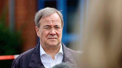 """Laschet ging nach Flut-Warnung auf Reisen - Minister muss einräumen: """"Ereignis war abzusehen"""""""