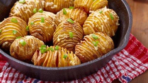 Ofenkartoffeln mal anders: So machen Sie leckere Hasselback-Kartoffeln