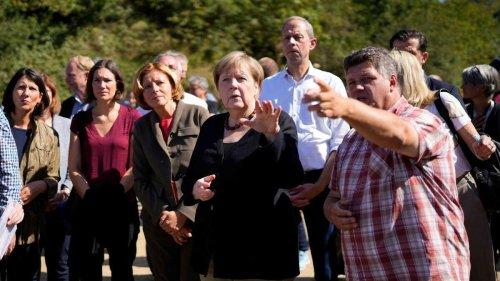 Mitten auf Pressekonferenz mit Kanzlerin Merkel - Bürgermeister bricht in Tränen aus