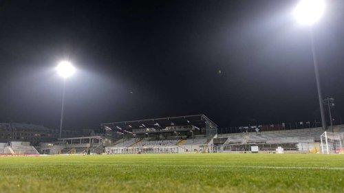 Umbau des Grünwalder Stadion geht voran: Flutlichtanlage wird zweitligatauglich