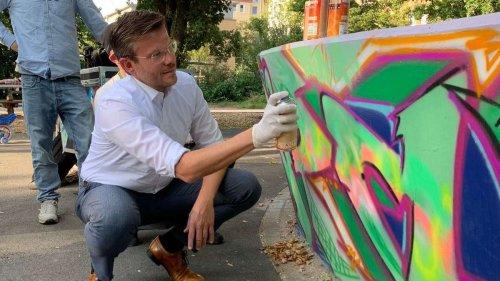OB Koenig hält sein Versprechen: Neues Graffiti-Kunstwerk auf dem Spielplatz im Annapark ist fertig