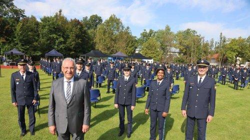Bayerns Innenminister Joachim Herrmann begrüßte150 Polizeianwärterin Dachau