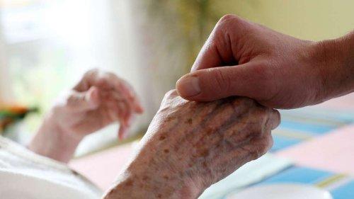 Einige Mitarbeiter nicht geimpft: Über 120 Senioren an Corona erkrankt - Erste Todesfälle bestätigt
