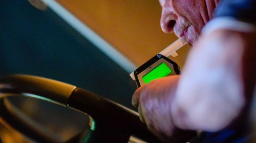 Vater fährt Kind betrunken zur Schule: Alkohol-Test mit schockierendem Ergebnis