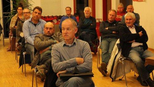 Verkehr, Hochwasser und Bauland: Applaus und kritische Nachfragen bei Bürgerversammlung in Niederhummel
