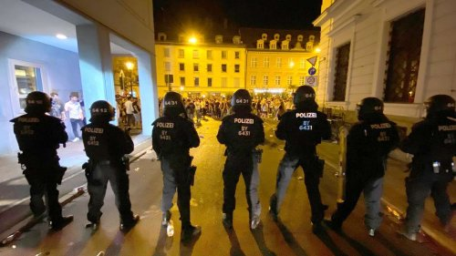 Nach Augsburger Krawallnacht: Polizei schnappt weitere Flaschenwerfer - 26 Unbekannte noch auf freiem Fuß