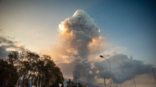 Vulkanausbruch auf La Palma: Neue Explosion in der Nacht - mächtiger Lavafluss stürzt herunter