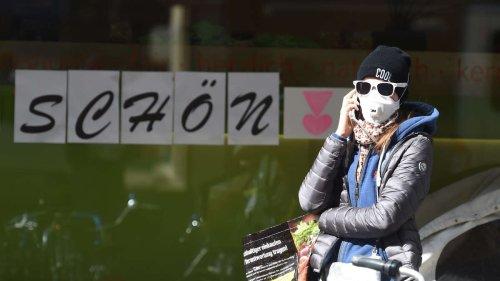 Mit Maske und Sonnenbrille zum Einkaufen? Kunde verärgert über scheinbares Verbot