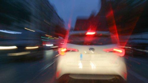 17-Jährige bemerkt, dass Auto ihr folgt: Sie sieht, was der Fahrer macht - und ergreift sofort die Flucht