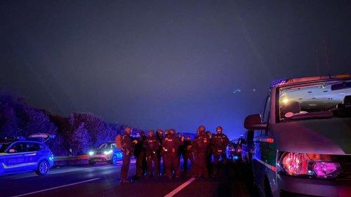 SEK-Einsatz auf A9: Geiselnahme? - Polizei korrigiert auch Angabe zum Verdächtigen