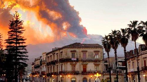 """""""Alptraum"""": Ätna auf Sizilien spuckt Asche und Lava - Rauchsäule steigt weit in den Himmel auf"""