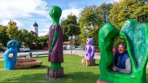 Friedliche Außerirdische in Hohenlinden gelandet – und gleich verprügelt: Tollwood-Holzfiguren beschädigt