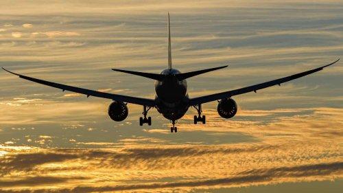 Lufthansa-Maschine aus München im spektakulären Tiefflug: Flieger muss nach Problemen umkehren