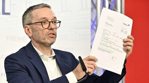 Kuriose PK in Österreich: FPÖ-Chef versucht mit allen Mitteln zu beweisen, dass er ungeimpft ist