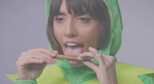 Janice Griffith Teaches Us How to Roll a Blunt, Nude