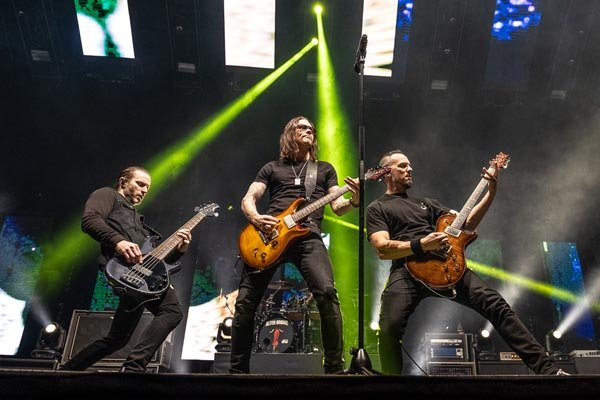 Alter Bridge / 'Walk The Sky 2.0' EP features new song and six live tracks   MetalTalk
