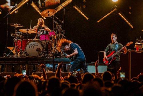 "Foo Fighters deliver a ""raw, real rock 'n' roll show"" in Bridgeport | MetalTalk"