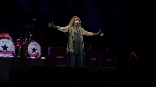 Mötley Crüe : Regardez le retour sur scène de Vince Neil avec les classiques du groupe au Summerfest !
