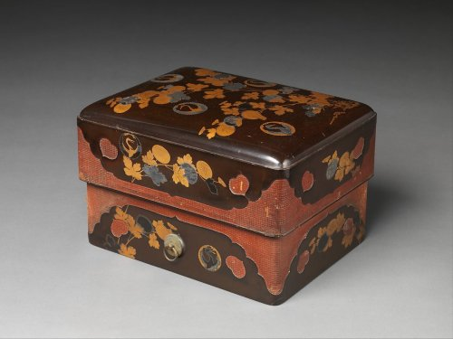 Red-Cornered Box (Sumiaka) | Japan | Momoyama (1573–1615)–early Edo (1615–1868) period | The Metropolitan Museum of Art