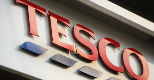 Stunned Tesco shopper orders bag of apples, gets iPhone