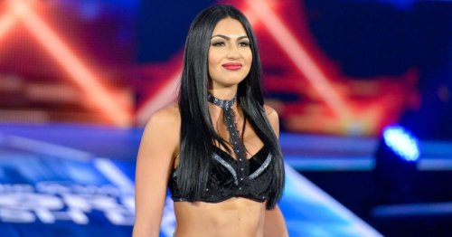 Ex-WWE star Billie Kay strips off for totally nude photo as IIconics wrestler celebrates body confidence