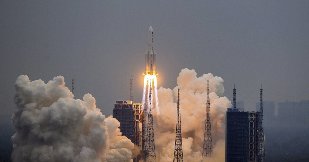 Experts scramble to pinpoint crash site of uncontrollable 21-tonne Chinese rocket
