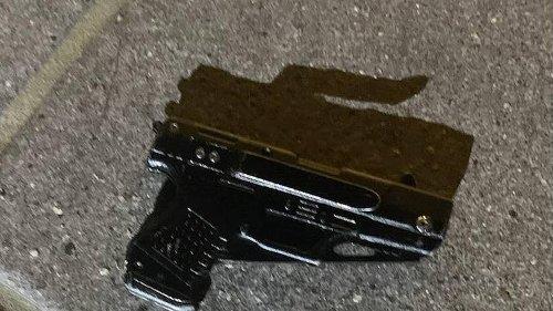 Agente de la policía le dispara a hombre en The Falls. Tenía un cuchillo que parecía pistola